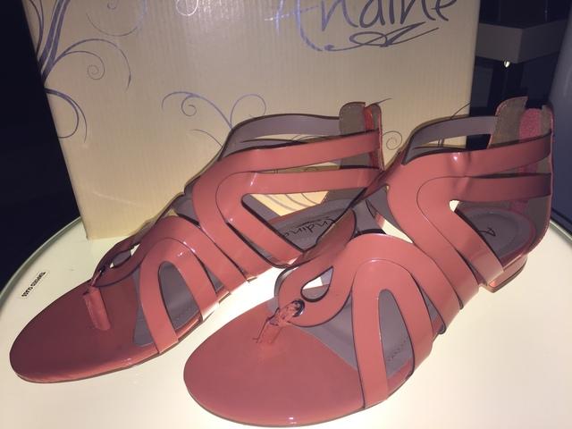サーモンピンクの靴.jpg